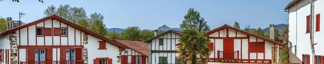 Maison typique du Pays-Basque avec vue sur la Rhune